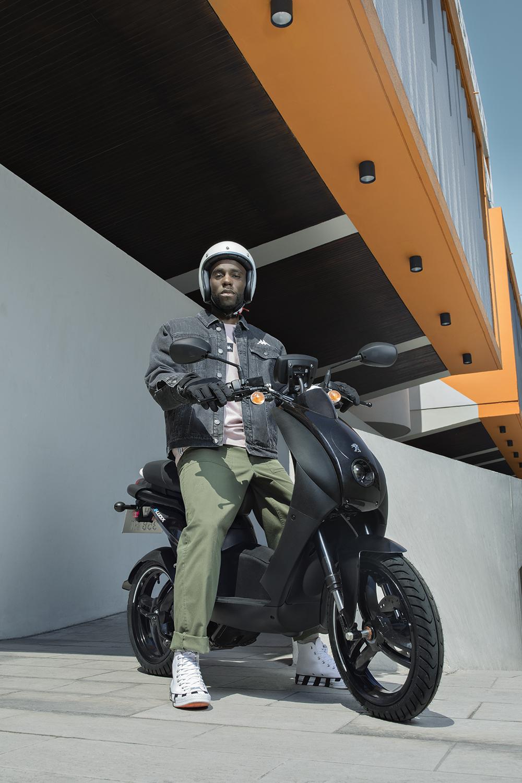 Tout Savoir Sur Le Scooter Electrique Sans Permis Peugeot Motocycles